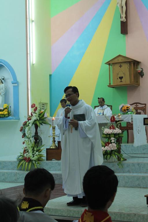 Giáo xứ Đá Trắng: Thánh lễ nhậm chức Tân Quản xứ của Cha Giêrônimô Nguyễn Hùng Sơn